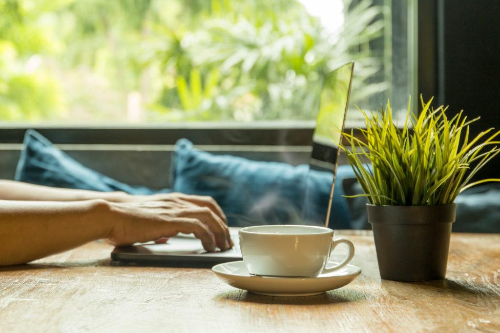 Danışmanlık, metin yazarlığı, web tasarımı, kurumsal kimlik çalışmaları, SEO gibi online olarak pazarlanabilir bir yeteneğe sahipseniz freelance çalışabilirsiniz.