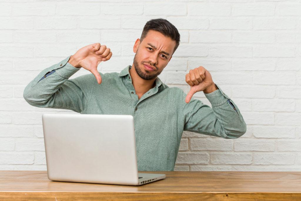 En büyük sıkıntılardan biri ücretsiz bloğunuzun adresinin http://blogunuzunadi.wordpress.com ya da http://kullanıcıadiniz.wixsite.com/bloğunuzunadı gibi akılda kalması kolay olmayan, uzun site adresleri şeklinde görünmesi. Bu bloğunuzun çok da profesyonel algılanmayacağı anlamına gelir.
